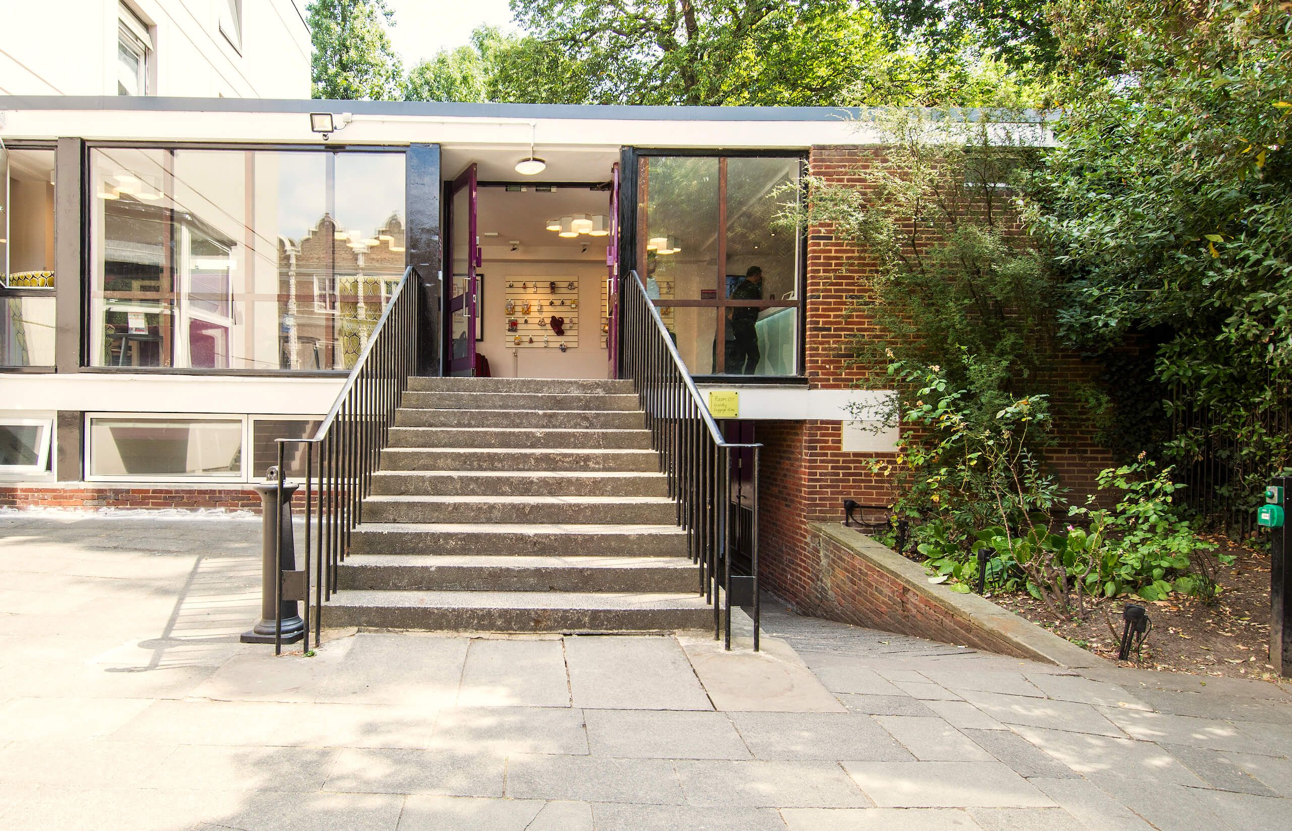 Safestay Kensington Holland Park - Entrance