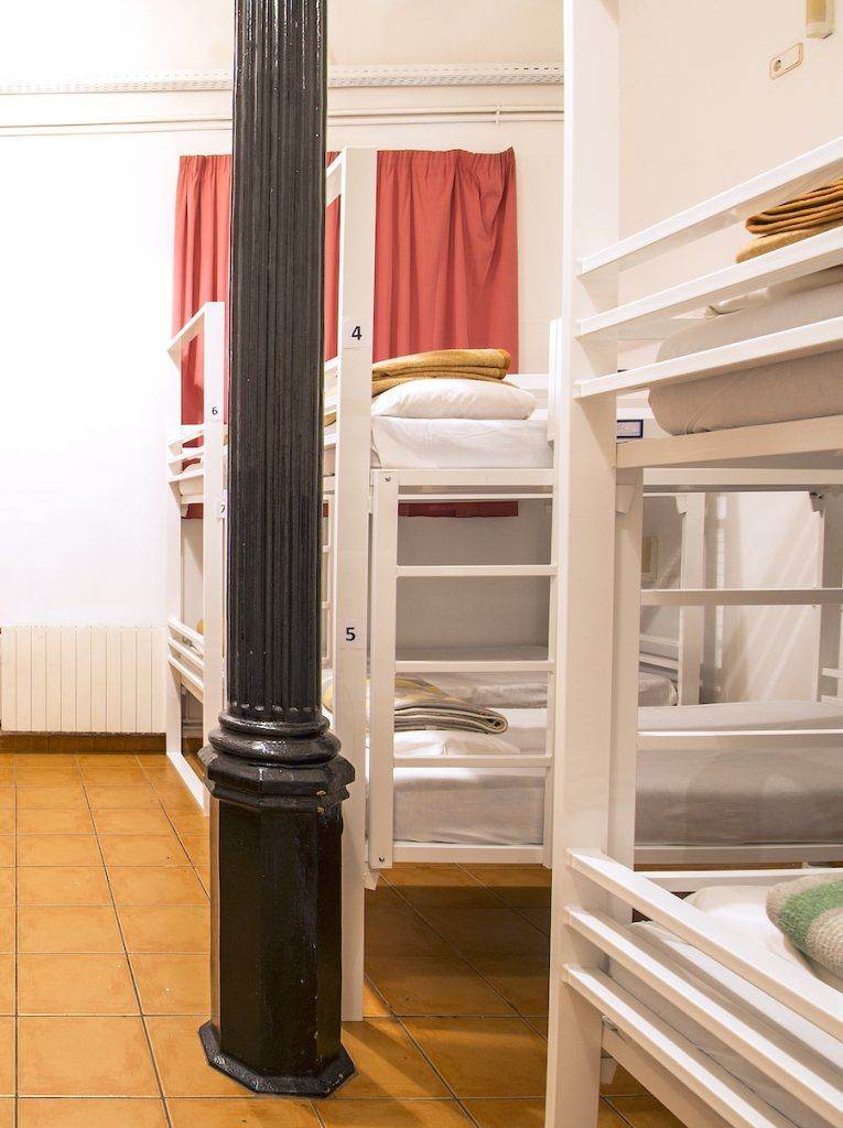 Gothic 6 bed